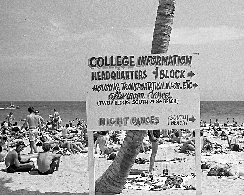 H47793 53 spring break sign